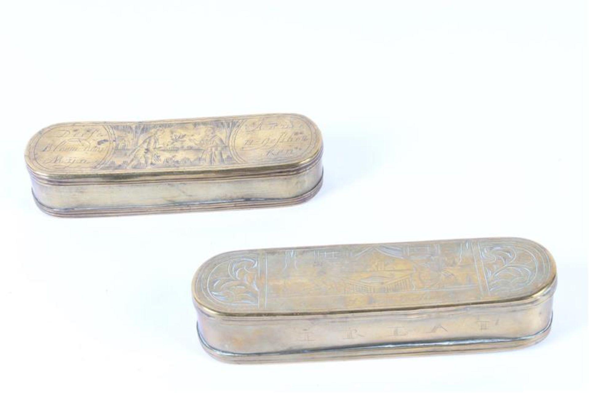 Los 31 - Twee koperen tabaksdozen, L: 16 en 15 cm.