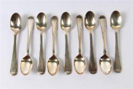 Negen zilveren theelepels. Gewicht: 164 g.