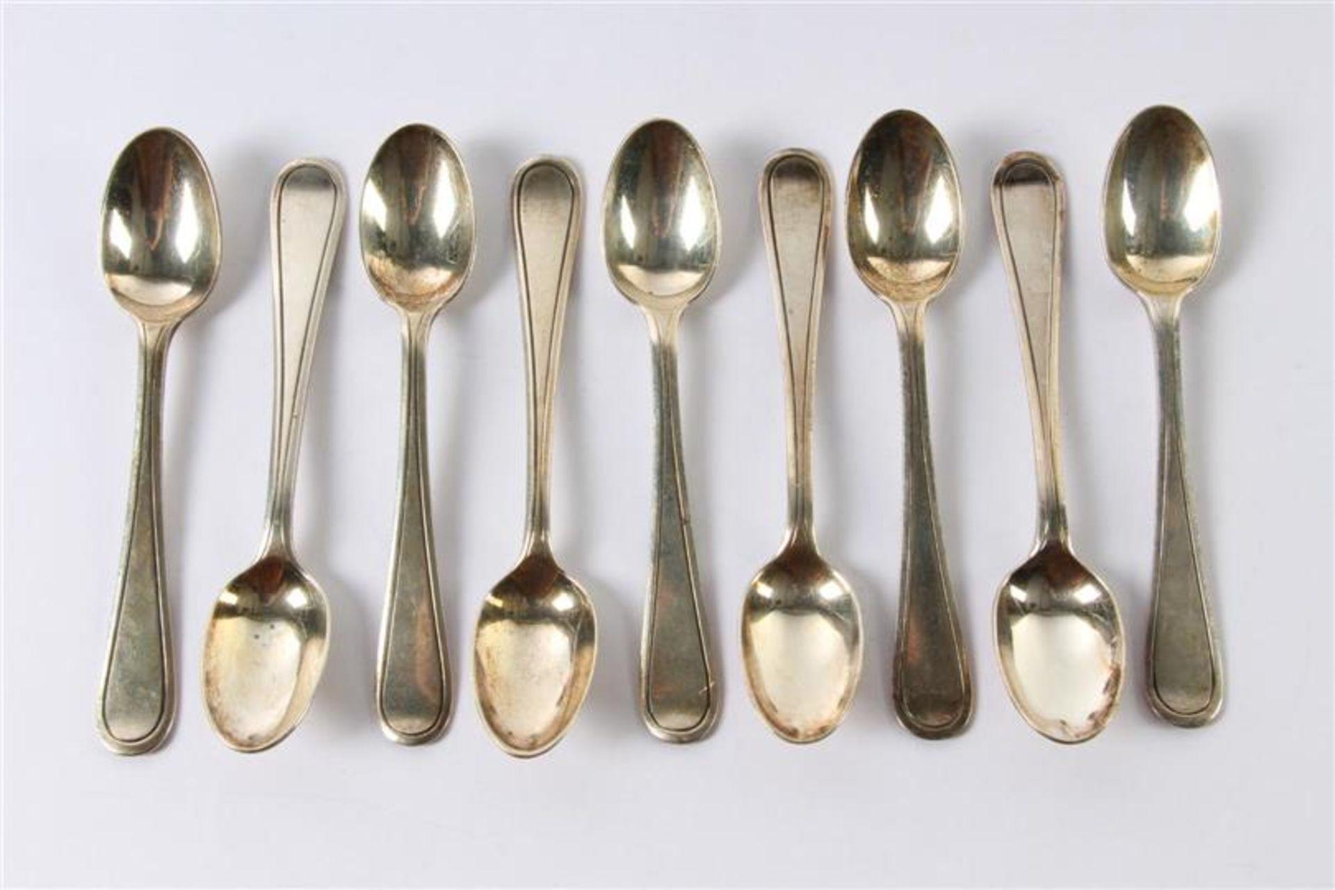 Los 59 - Negen zilveren theelepels. Gewicht: 164 g.
