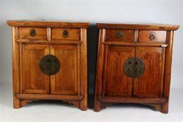 Stel houten kastjes, China 20e eeuw. HxBxD: 71 x 62 x 42 cm.