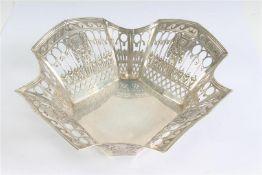 Zilveren broodmandje, Louis Seize stijl. Gewicht: 185 g.