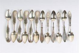 Twee sets van 6 zilveren theelepels, waarvan 6 Biedermeier en 6 gemaakt door G. Huisman Amsterdam