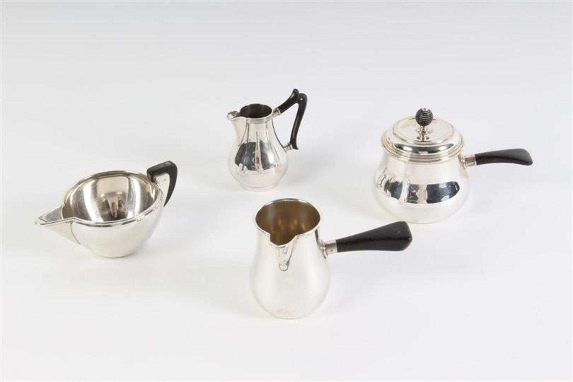 Vier zilveren mokka- en roomkannetjes, Holland, 20e eeuw.