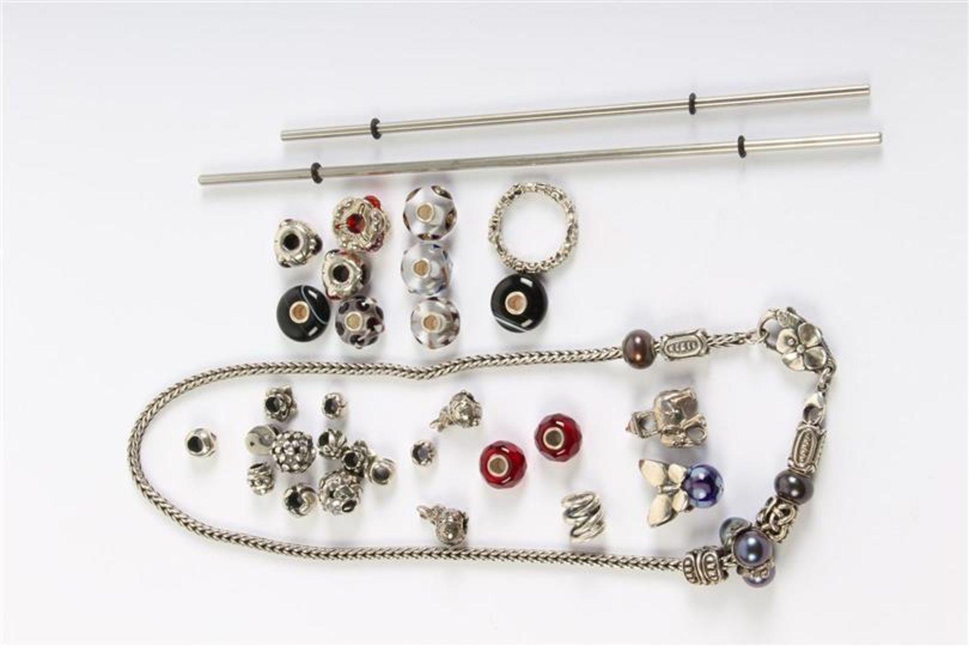 Zilveren collier met trollbeads en toebehoren, 1e gehalte, Hollands gekeurd.