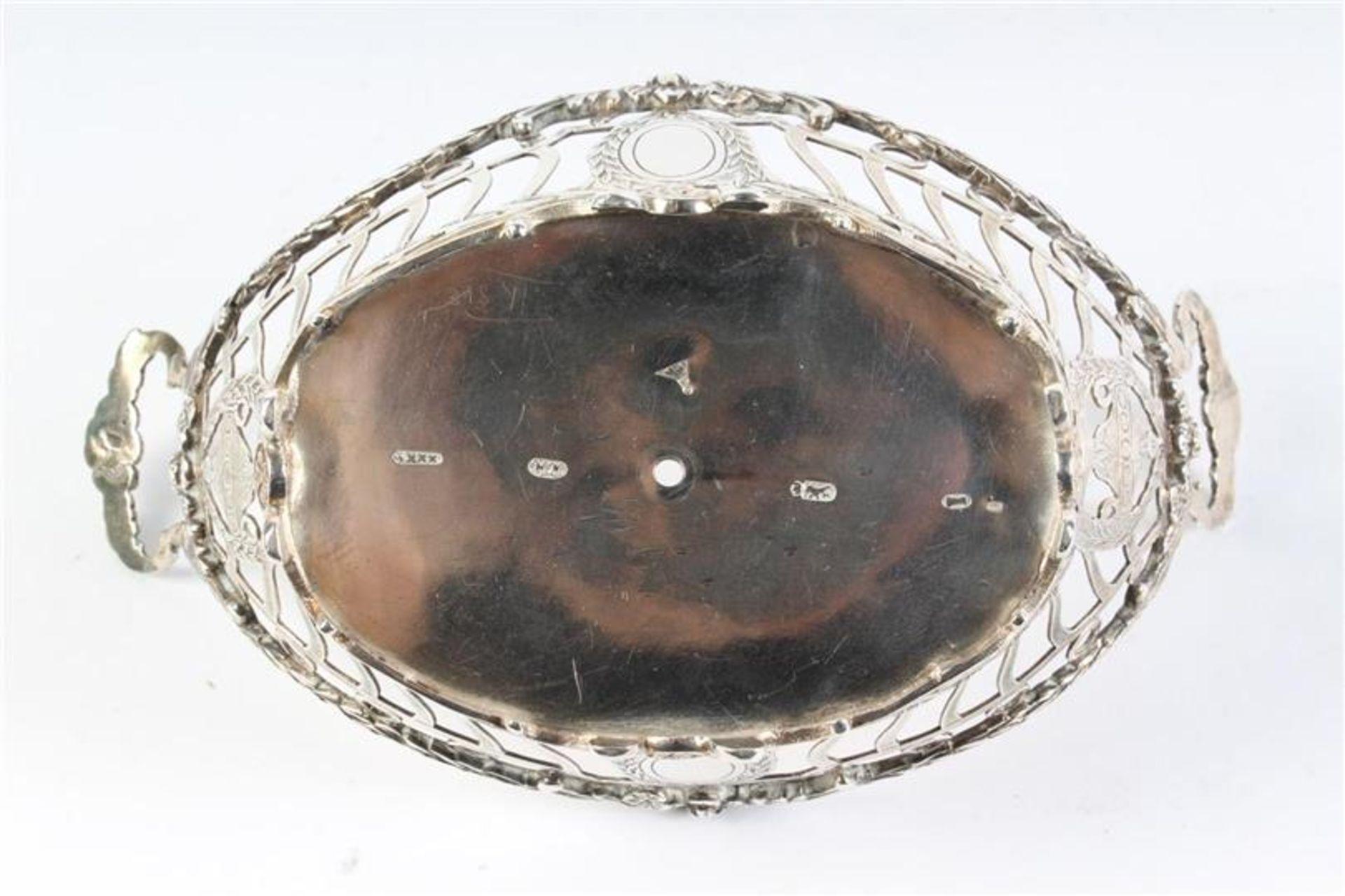 Zilveren mandje, ajour met guirlandes, gaatje in de bodem. HxBxD: 8.5 x 17 x 10 cm. - Bild 3 aus 4