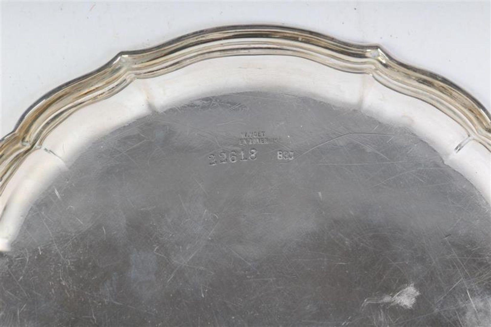 Twee zilveren gecontourneerde schaaltjes. D: 14.5 cm. - Bild 3 aus 3