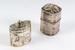 Set van twee zilveren lodereindoosjes, Hollands gekeurd.