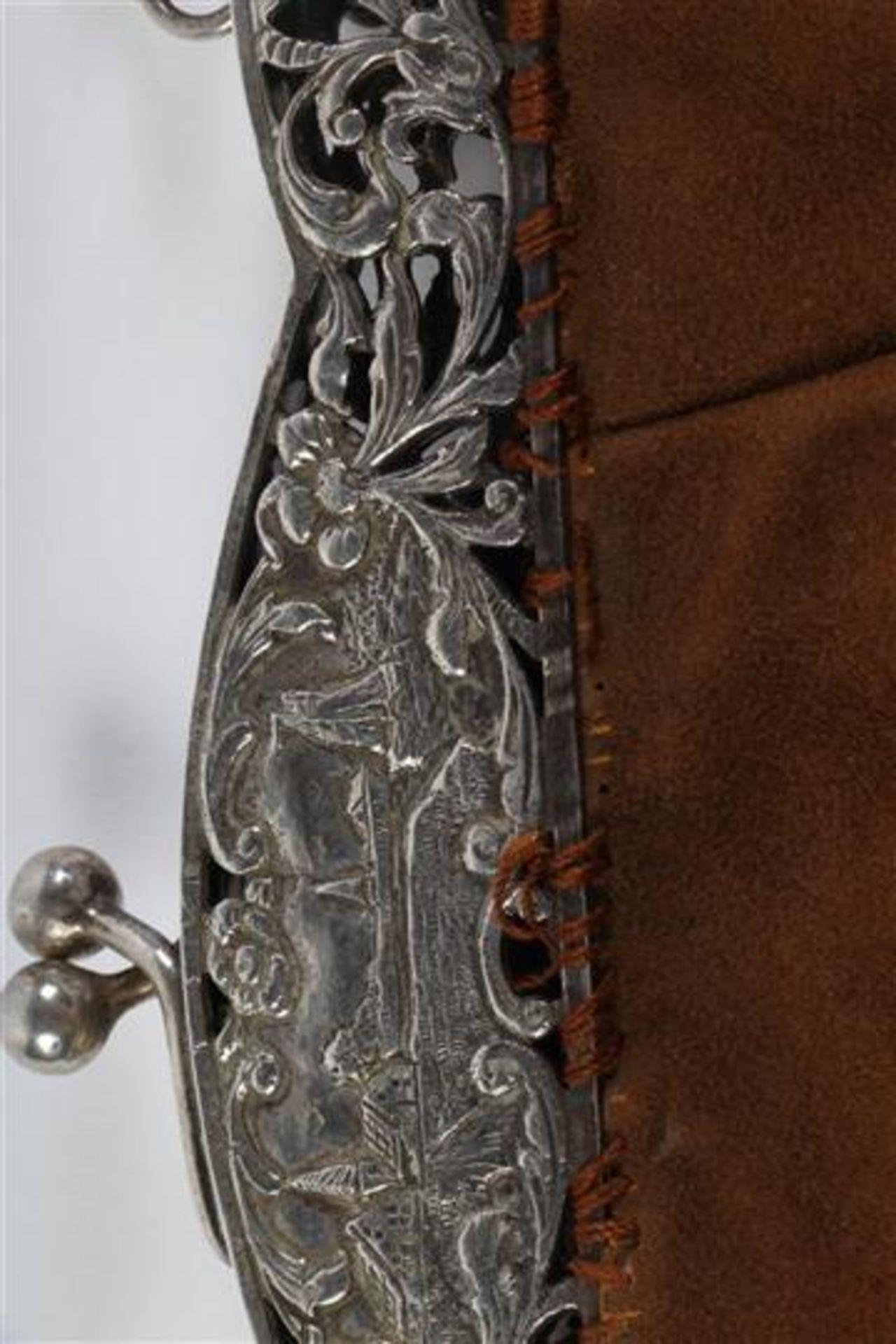 Twee zilveren beursbeugels met stoffen tas. - Bild 4 aus 7