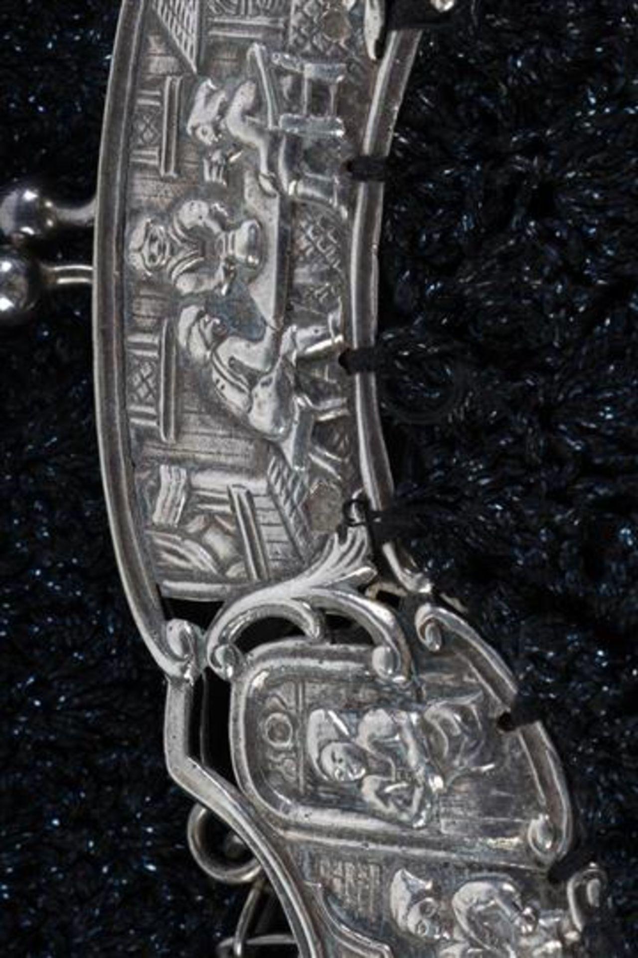 Twee zilveren beursbeugels met stoffen tas. - Bild 7 aus 7