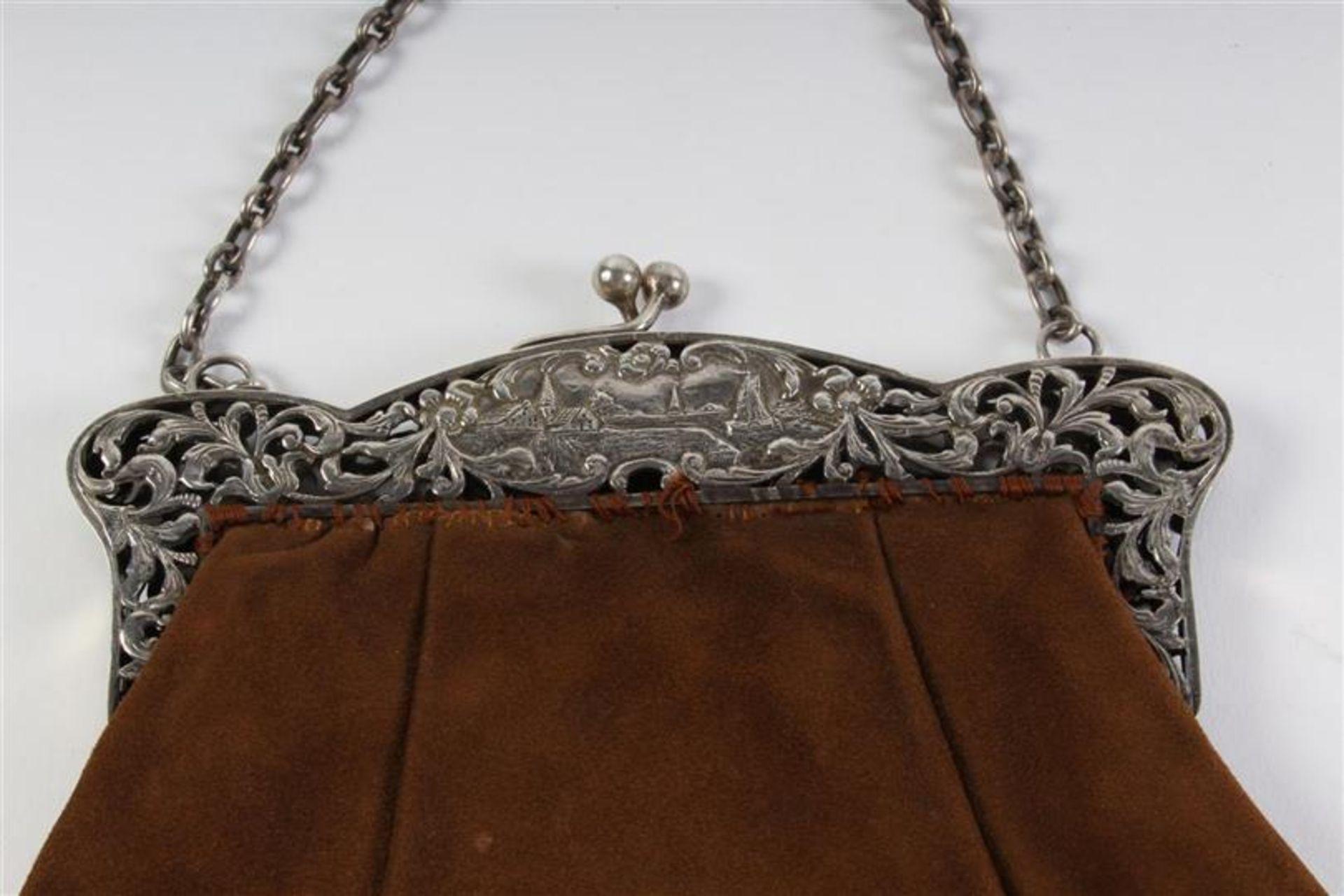 Twee zilveren beursbeugels met stoffen tas. - Bild 2 aus 7