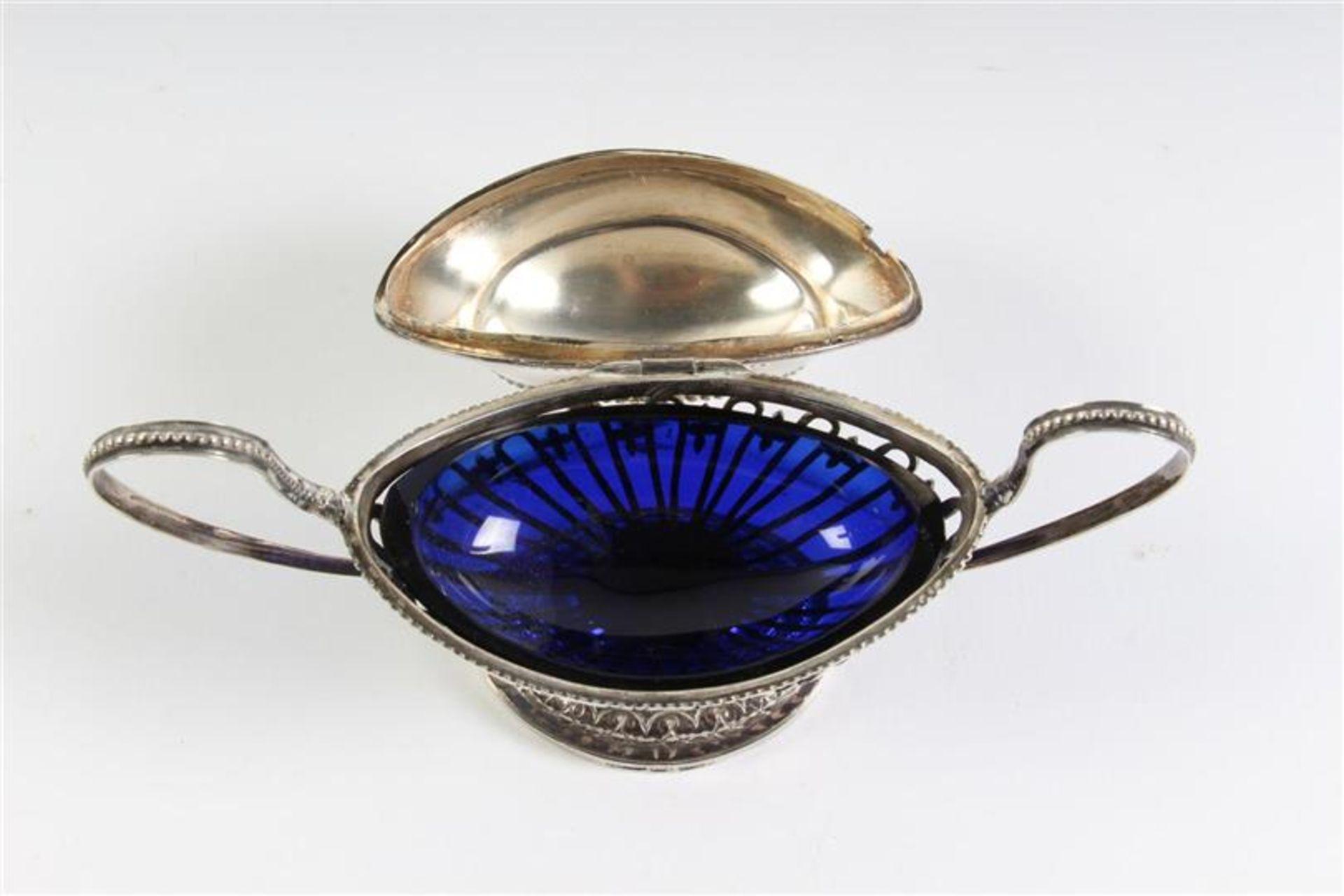 Zilveren mosterdvat met blauw glazen binnenbak, Amsterdam. HxB: 11 x 16 cm. - Bild 3 aus 5