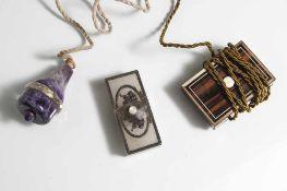 Konvolut von drei ausgefallen Dienstklingeln, um 1900, teils aus Tropenholz und Alabaster mit