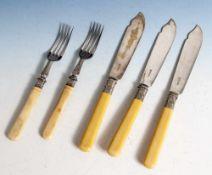 """Konvolut Besteckteile, 5-teilig, 2 Gabeln u. 3 Messer, England, Mark Willis & Sons, gemarkt """"MW&S,"""