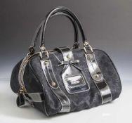 Gucci Damenhandtasche, schwarzer Stoff, Leder hochglanz, Beschlag Messing vergoldet. 2 kl.