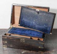 Reiseschreibschatulle, wohl England, 19. Jahrhundert, wohl Makassarholz, voll und furniert, mit