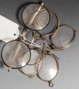 3 verschiedene alte Brillen, 1 Gestell 12 ct., die beiden anderen wohl Silber vergoldet.