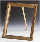 Dekorativer Rahmen, 19./20. Jahrhundert, Messingblech, hochrechteckig mit Aufsteller, reliefiertes