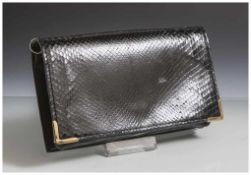 Abendtasche, Schlangenleder, 1950/60er Jahre, mit Kette, schwarz, glanzgestoßen, ca. 21 x 13 cm,