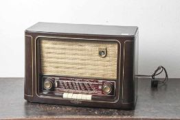 Radio, Grundig Type 2010, Baujahr 1952/53, Bakelitgehäuse. Ca. 50 x 32 x 24 cm.
