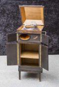 Schrankgrammophon, 1920er Jahre, Klingsor, auf 4 Füßen hochrechteckiger, 4-türiger Korpus,
