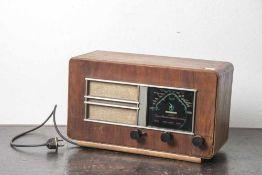 Radio, Hersteller Grundig-Heinzelmann, 1946 bis 1948 vertriebener Bausatz, Holzgehäuse. Ca. 42,5 x
