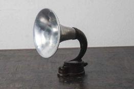 Lautsprecher, Trichterlautsprecher/Horn, Hersteller Brown, London. Metallgehäuse braun emailiert.