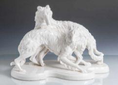 Figurengruppe, 2 Windhunde auf flachem Sockel, Weißporzellan mit Krakeleeglasur. H. ca. 25 cm, L.