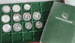 Konvolut von 11 Silbermünzen, Fußball WM 1954, 1966, 1976, 2002 u. 2006, versch. Länder u.