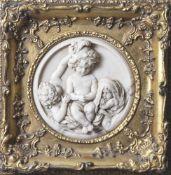 Wohl Bertaux, Léon (1825-1909; geb. Hélène Hébert), Darst. von 3 Putten, runde Marmorreliefplatte,