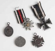 Konvolut von insgesamt 5 Orden und Ehrenzeichen, bestehend aus: a) EK II 1914, an Band, b)
