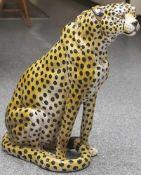 Große Tierplastik, sitzender Gepard, wohl 70er Jahre, Keramik, naturalistisch gefasst, Herkunft