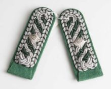 2 Schulterstücke, wohl Polizeileutnant. L. je ca. 11,5 cm.