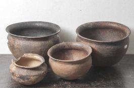 Konvolut von 4 verschiedenen Kugeltöpfen, wohl Karolingerzeit, 8./9. Jahrhundert, Ton,