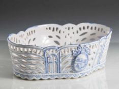 Gallé, frühe Keramikschale mit hohem durchbrochen gearbeitetem Gitterwerk. Voder- und Rückseite