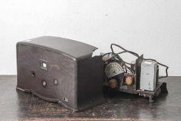 Radio, Hersteller Nora W3, wohl 20/30er Jahre, Bakelitgehäuse (defekt).