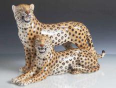 Figurengruppe, 2 Leoparden, Italien, 70er/80er Jahre, auf Unterboden bez., Keramik, naturalistisch