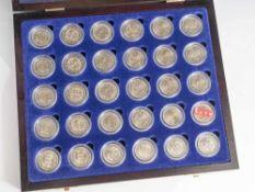 Konvolut von 30 Münzen, 2 Euro, 2005, Stempelglanz, div. Länder u. Motive, Münzen jew. in Kapseln u.