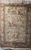 Feiner Seidenteppich mit Jagdmuster, Ghom. Ca. 165 x 110 cm.
