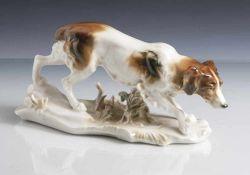 Tierplastik, Jagdhund, wohl bretonischer Vorstehhund, Ens, grüne Mühlenmarke, Porzellan, farbig