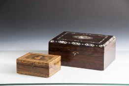 Zwei Holzschatullen, 19./20. Jahrhundert, darunter: a) mit Schmetterlingsintarsie und Zierleisten,