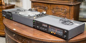 Braun TGC 450 Dolby System, 1970er Jahre Verstärker CEV 520, dazugehöriger Plattenspieler. In sehr