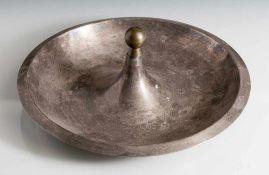 Großer Art Déco-Aschenbecher, 20er Jahre, Metall, wohl versilbert, runde Form mit überkragendem