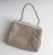 Abendhandtasche, wohl 1970er Jahre, Metallmontierung, die Tasche umlaufend mit aufwendigem