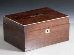 """Zigarrenbox, Palisanderholz, auf Deckel eingelegte Buchstaben bez. """"Cigares"""", der Rand mit"""