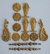 MÖBELAPPLIKEN, Frankreich, 19.Jh., Empire-Stil, Messing, feuervergoldet, L 7 - 4,5 bzw. Dm 3 cm,