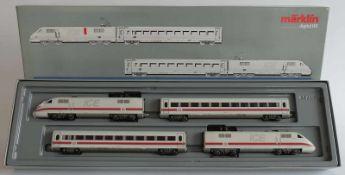 ZUGPACKUNG, ICE, Hersteller Märklin/ Göppingen, Spur H0, Nr. 3770, Digitalsystem, dazu 4 Waggons,