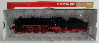 DAMPFLOKOMOTIVE, BR 18, Hersteller Fleischmann/ Heilsbronn, Spur H0, Nr. 391872, orig. Karton