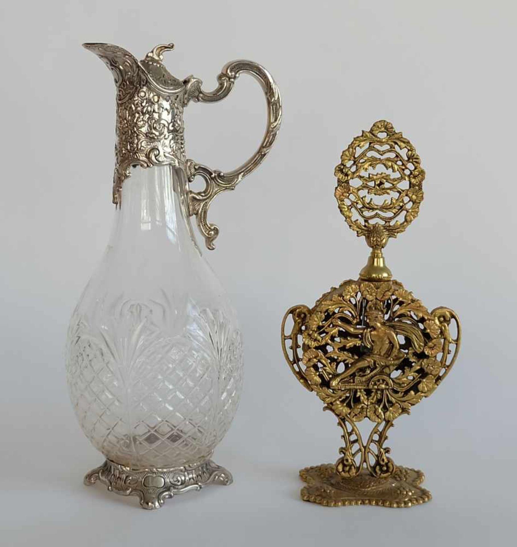 PRUNKFLAKON, Klassizismus-Stil, Messingkorpus, durchbrochen gearbeitet, mit Glasphiole, entspr.