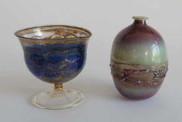 STUDIOGLAS, Konvolut von 2, diverse Techniken, bestehend aus: Vase, ovoide Form, H 10 cm,