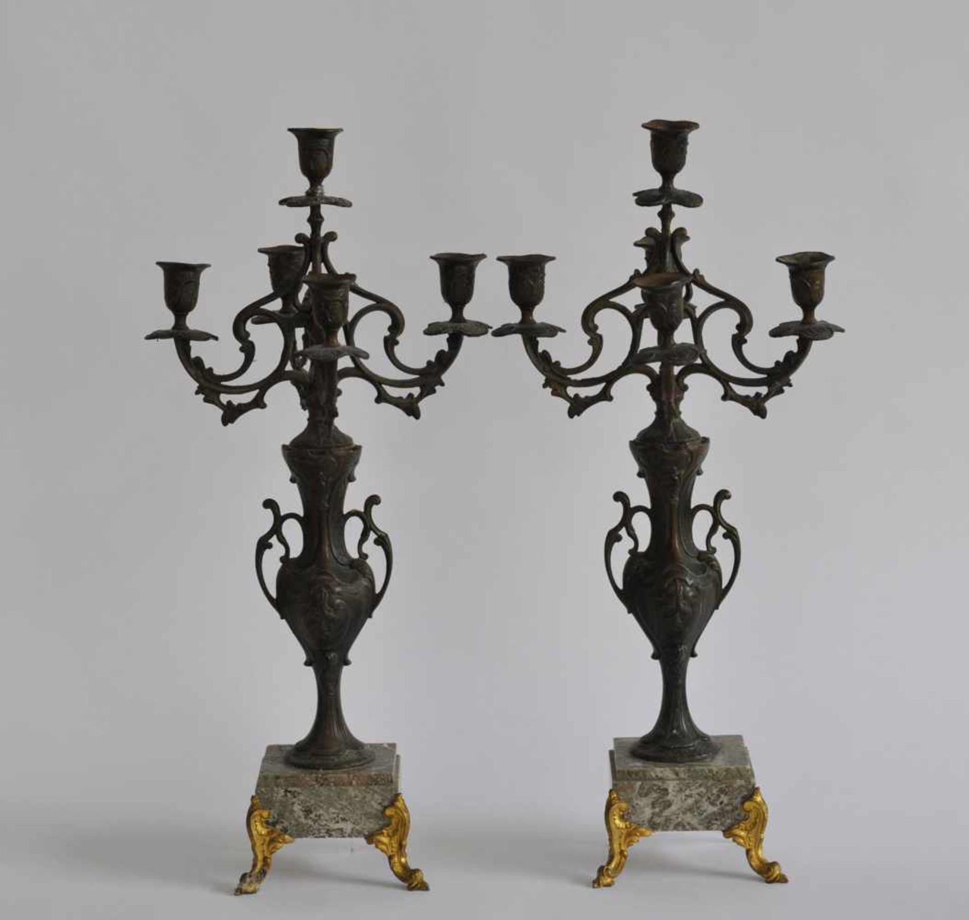 PAAR GIRANDOLEN, 5-flammig, Frankreich, späte Historismus-Epoche, Zinkguss, bronziert, Rokoko-